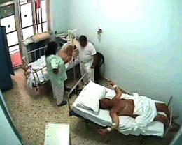 unfotogramma di 87ore l'agonia dell'uomo prima della morte