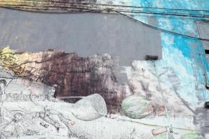 Lo street artist Blu, che gi‡ ha cancellato suoi murales a Berlino, raduna una piccola folla a Bologna davanti al suo dipinto pi˘ conosciuto, la 'battaglia' che adorna il centro sociale Xm24, mentre una 'squadra' di imbianchini lavora accompagnata dalla musica della Banda Roncati, Bologna, 12 marzo 2016. ANSA/ GIORGIO BENVENUTI