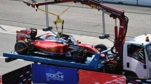 La Ferrari di Vettel dopo il doppio incidente in Russia con Kvyat