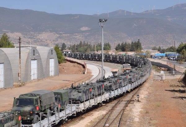 Indifferente a tutto e a tutti, l'esercito turco avanza in Siria con la sua macchina da guerra. Nelle foto, carri armati arrivati oggi a Islahiye, Gaziantep, Afrin. photo courtesy e didascalia di Nia Guaita