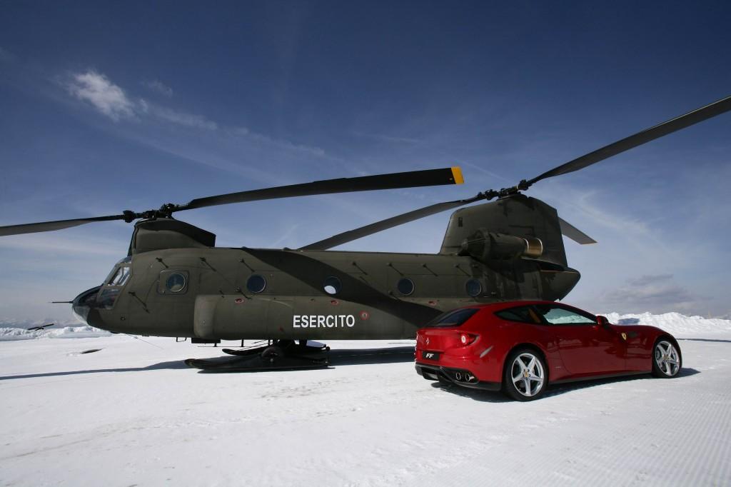CH 47 Esercito Italiano posa con Ferrari sulle piste alpine foto Comando Truppe Alpine