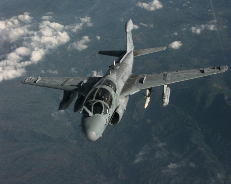 Un aereo Prowler in volo di ricognizione