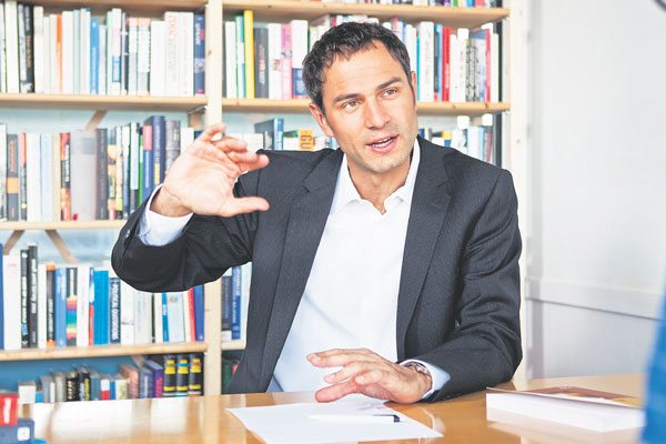 Daniel Ganser