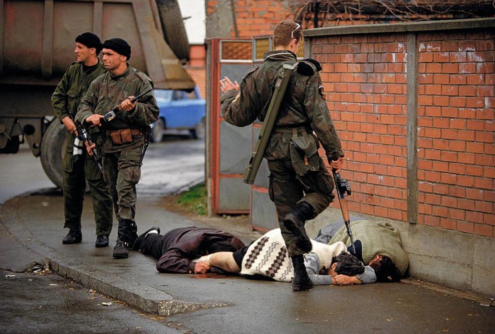 da Tifosi a Boia - le milizie paramilitari di arkan trucidarono migliaia di donne bambini e uomini