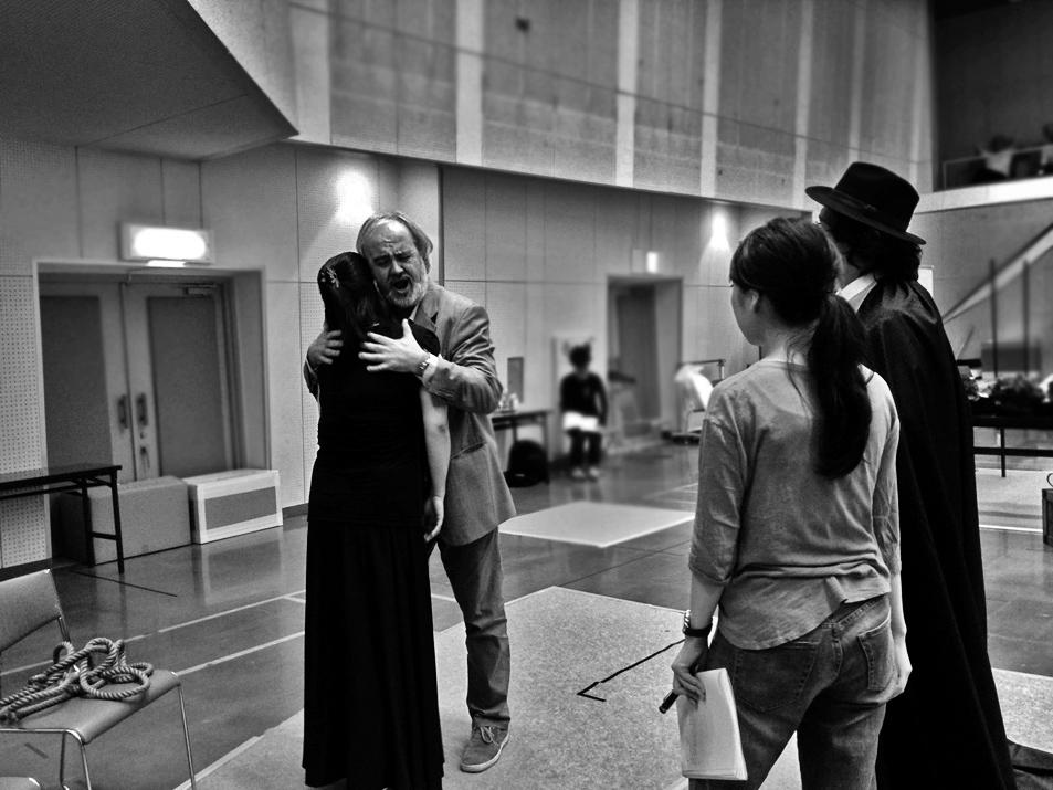 diario da osaka 3 Marcello Lippi prepara gli attori e cantanti per il debutto del trittico pucciniano che egli dirigera