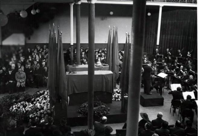 Parigi 1937 l'orchestra esegue il II° movimento della settima sinfonia di Beethoven ,come espressamente desiderato da Carlo Rosselli in caso di sua morte