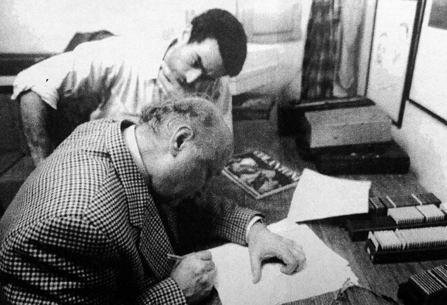 con Aldo Rosselli lavorando su una nostra collaborazione n occasione della morte del poeta Dario Bellezza nel 1996