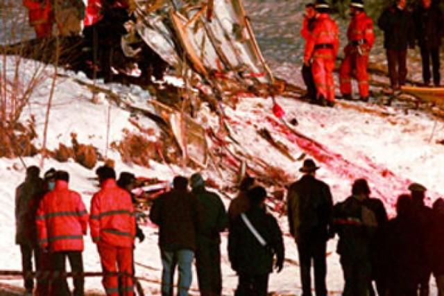 strage del Cermis, i soccorritori davanti alla neve insanguinata della strage