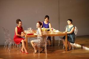 Primo atto da sin Marta Pluda, Ekaterina Bakanova, Giada Frasconi, Francesca Longari La rondine (prima)Photo - Michele Borzoni - TerraProject - Contrasto